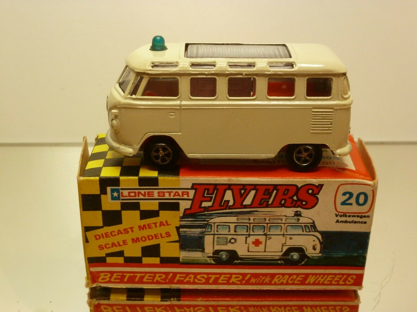 FLYERS LONEEstrella 20 VW VOLKSWAGEN MICROBUS T1 AMBULANCE - 1 59 - EXCELLENT IN BOX
