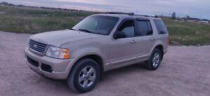 2005 Ford  Explorer Fully Loaded 4?4