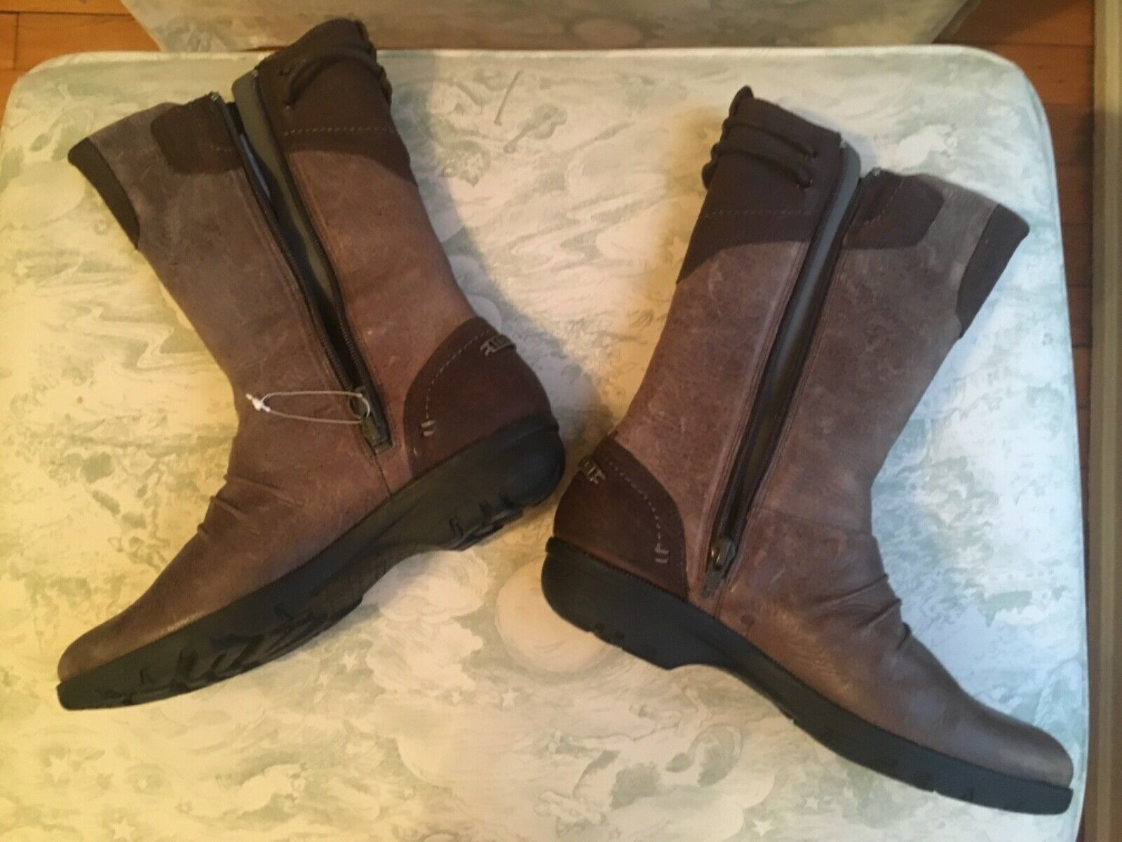 Merrell Womens Boots SZ 7 Brown Brown Brown Brand New fd19af