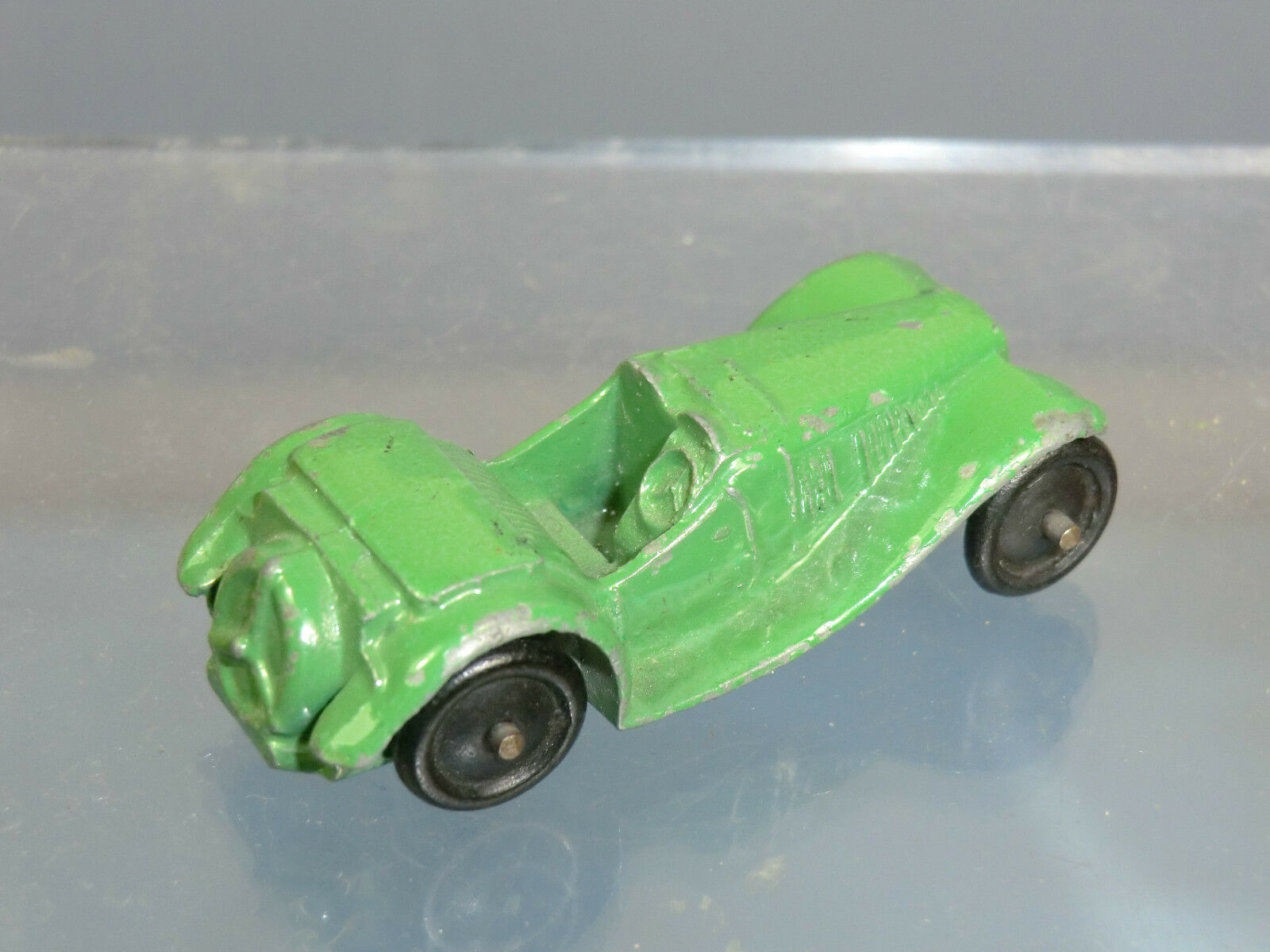 VINTAGE DINKY TOYS MODEL  No.35c    MG SPORTS CAR    R TYPE  ( Green Version) 821dbf