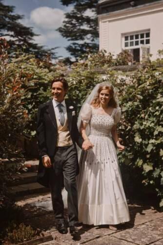 "IN GARDEN WEDDING PHOTO FRIDGE MAGNET 5/"" X 3.5/"" PRINCESS BEATRICE /& EDOARDO"