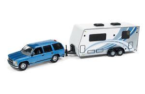 Johnny Lightning 1//64 1997 Chevrolet Tahoe w//Camper Trailer Blue