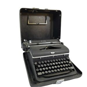 Vintage Royal Quiet De Luxe Black Portable Typewriter 1947 With Case