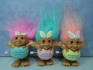 "2/"" Russ Troll Doll EASTER WACKY WABBIT MAGNET NEW WITH RUSS STICKER"