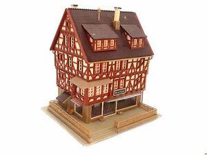 Grosses-Fachwerkhaus-mit-BOUTIQUE-und-Inneneinrichtung-BELEUCHTET-Spur-N-C1058