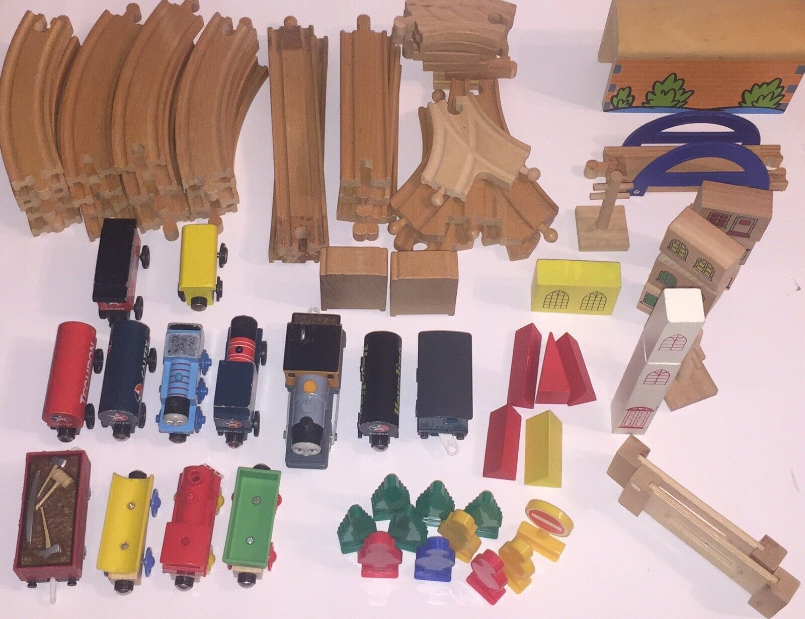 Thomas Thomas Thomas The Train Wooden Lot Of  Multiple Sets, Total Of 80+ Pieces  b54