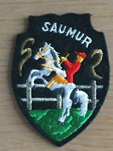Ecusson blason brodé Saumur cheval cadre noir années 70