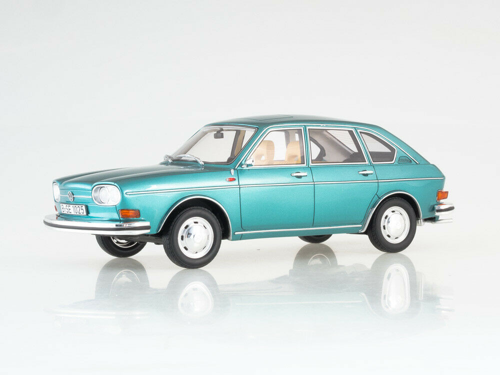 Scale model 1:18 VW 411, metallic-turquoise