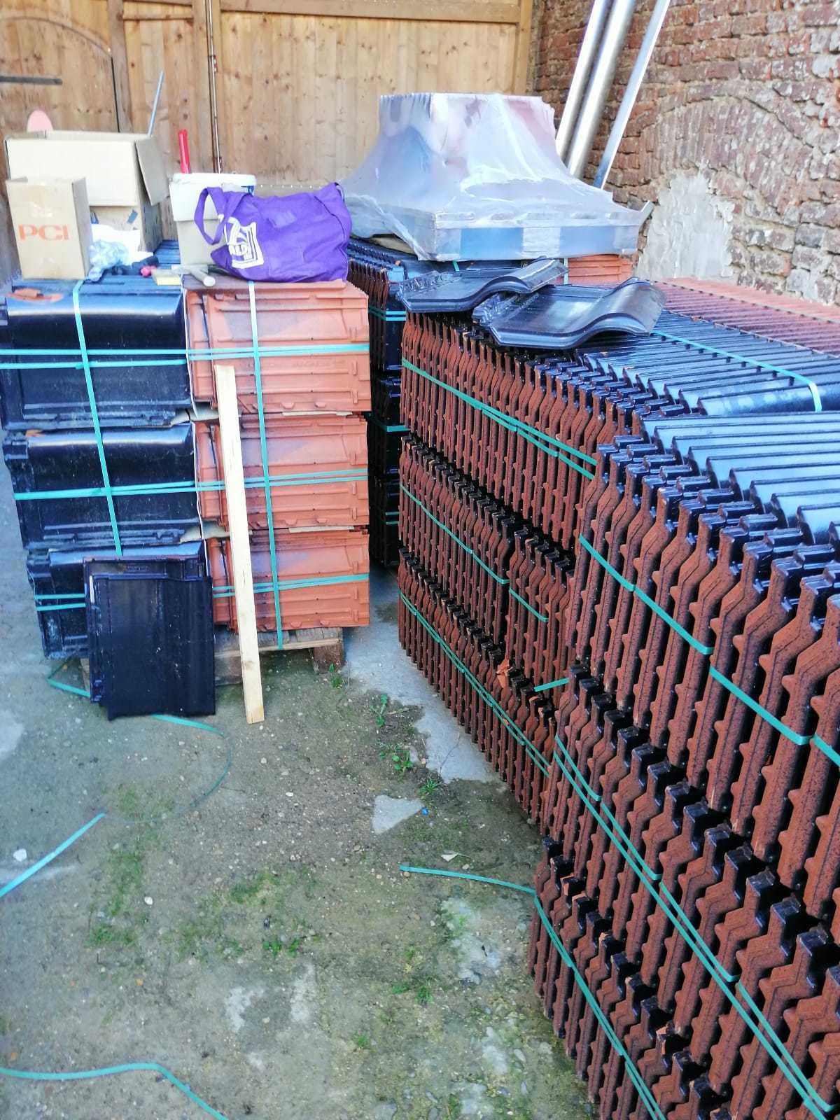 Dachziegel schwarz engobiert. Großes Format, 8, 2 Ziegel pro Quadratmeter. Neu