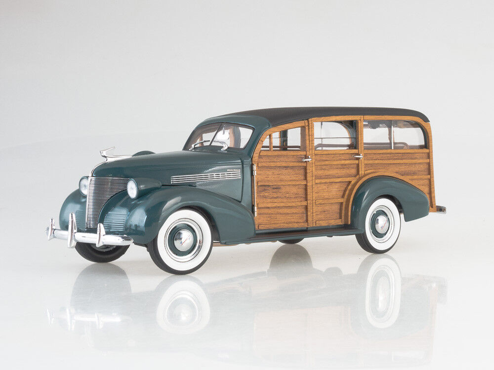 Scale model 1 18 Chevrolet Woody Station Wagon. Sunstar