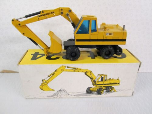 CAT 224 Wheel type Excavator 150 scale by NZG