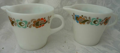 2 PRETTY VINTAGE PYREX GLASS MILK JUGS KITCHEN  display use FUNKY RETRO DESIGN