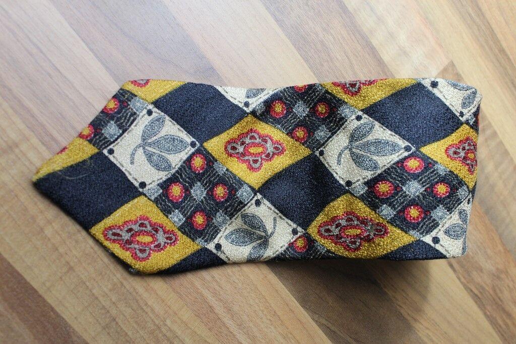 KR0924 Krawatte 100% Seide Schwarz Gold Rot 150cm Gut
