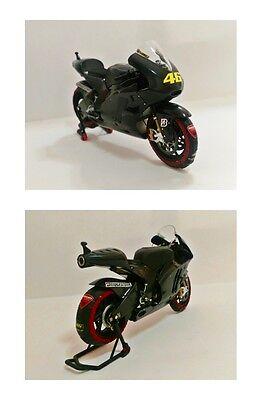 1:12 Minichamps Valentino Rossi Ducati 2011 Test + Tyre Warmers Set RARE NEW