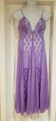 Val Mode Lilac Gown Size M