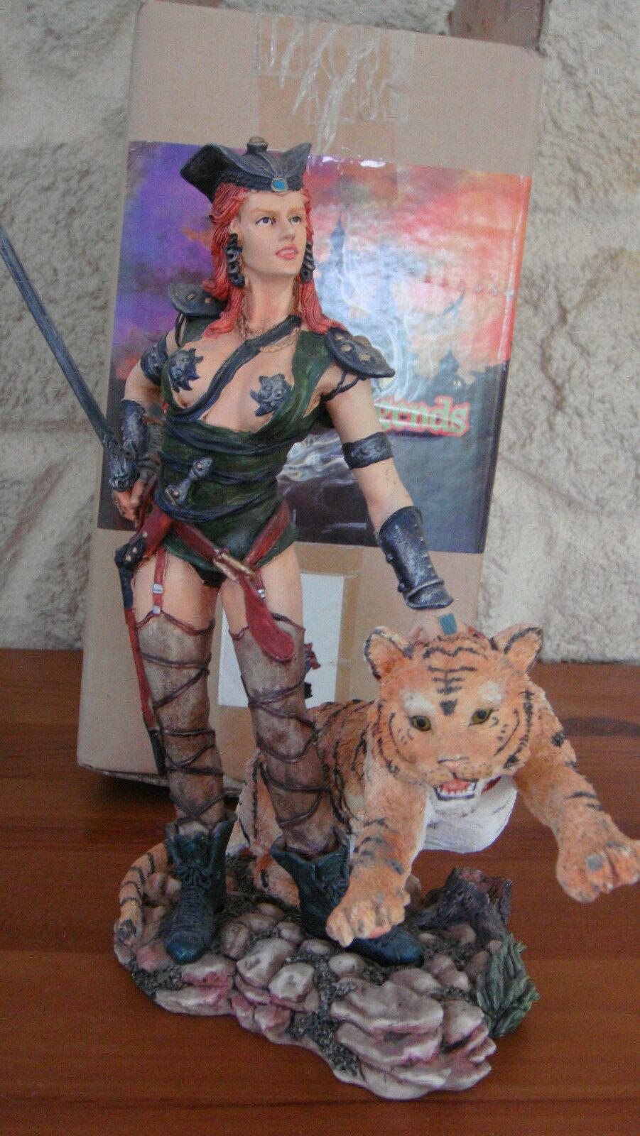 Rare statue résine Femme avec tigre 23 cm