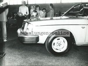 VOLVO-244-DL-Limousine-Auto-Ausstellung-Pressefoto-Foto-Fotografie-Motorhaube