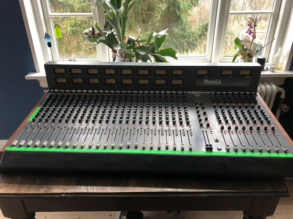 Studie mixer, Hill audio Remix 24/8/16/2
