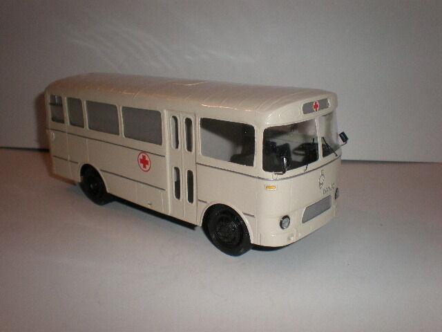 1 43 FRENCH AMBULANCE BUS BERLIET PAH   1950'S SALE