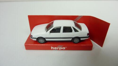 Herpa 1:87 Nr A560 2068 Volkswagen Passat GL Stufenheck weiß in OVP