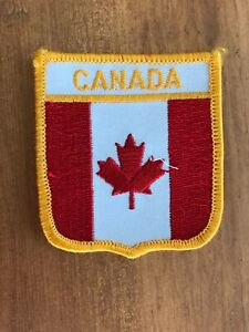 Vtg-Canada-Embroidered-Iron-On-Patch-Travel-Souvenir-Flag-Sew-Badge-Maple-Leaf