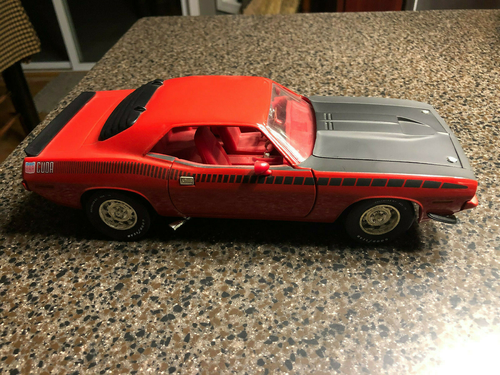 Ertl 07439 1 18 Scale rot 1970 Plymouth AAR Cuda 1995 Mopar Nationals With Box