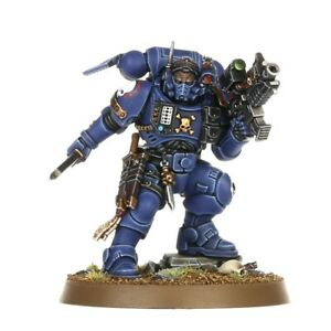Lieutenant-in-Phobos-Armour-Space-Marines-Warhammer-40k