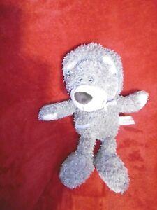 Doudou-Peluche-Ours-A-Capuche-Gris-Blanc-Poche-26-cm