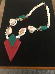 Vintage-Necklace-Art-Deco-Mother-Of-Pearl-Lucite-Beads-Necklace