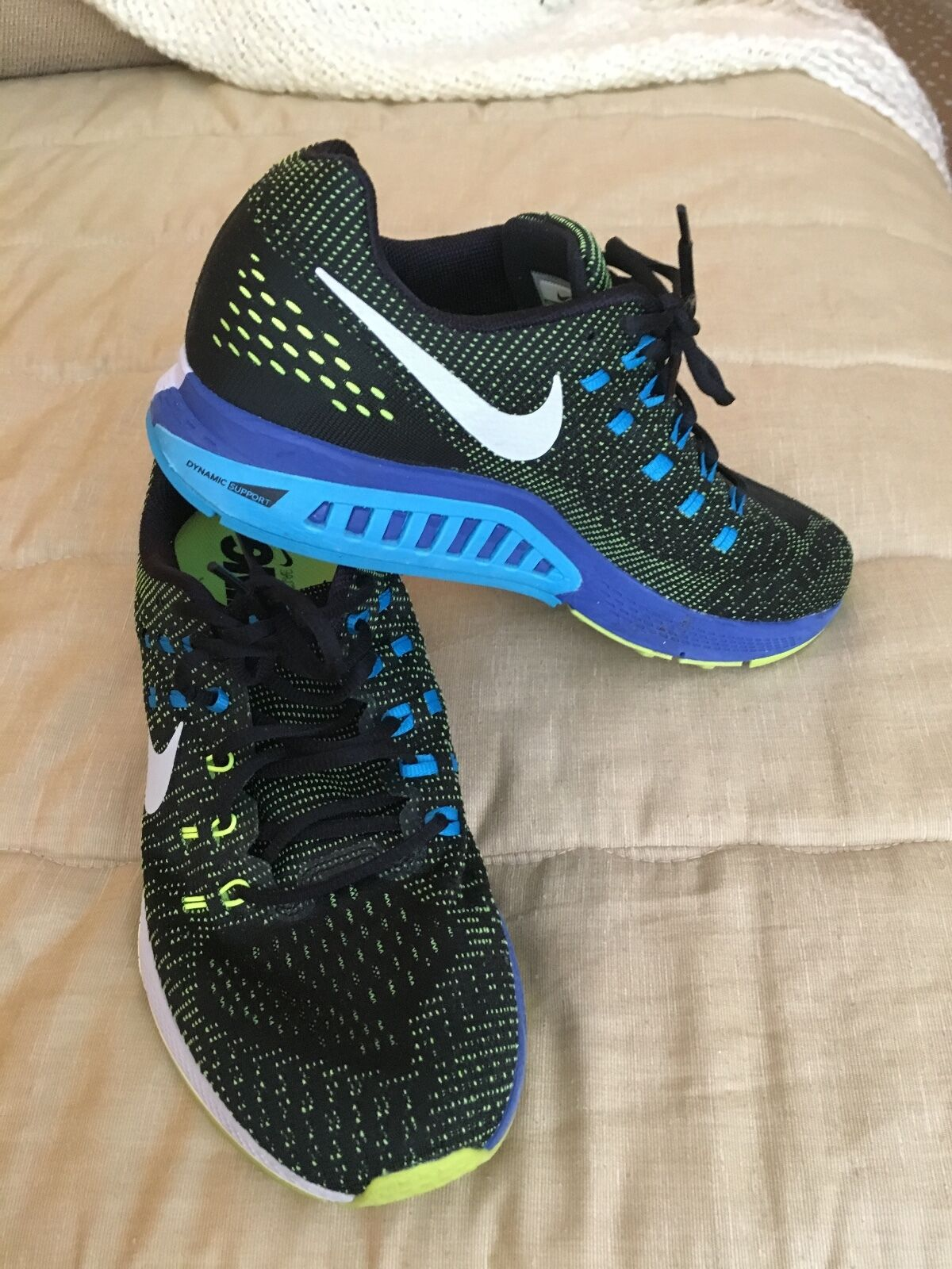 NIKE  men's size 10.5 black with worn blue  trim worn with 3x, excellent condition 90. b7ef8f
