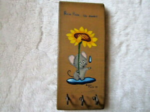 VINTAGE-HAND-PAINTED-HANDCRAFTED-WOOD-MOUSE-034-RAIN-RAIN-GO-AWAY-034-WALL-KEY-HOLDER