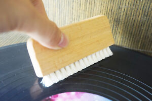 Wood-Goats-Hair-Vinyl-Record-Cleaning-Brush-aturally-anti-static-bristles