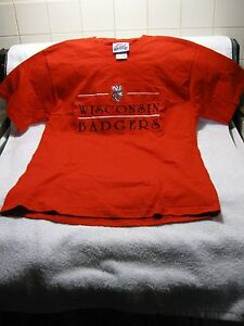 UNIVERSITY-OF-WISCONSIN-BADGERS-Embroidered-T-Shirt-College-Sports-Football