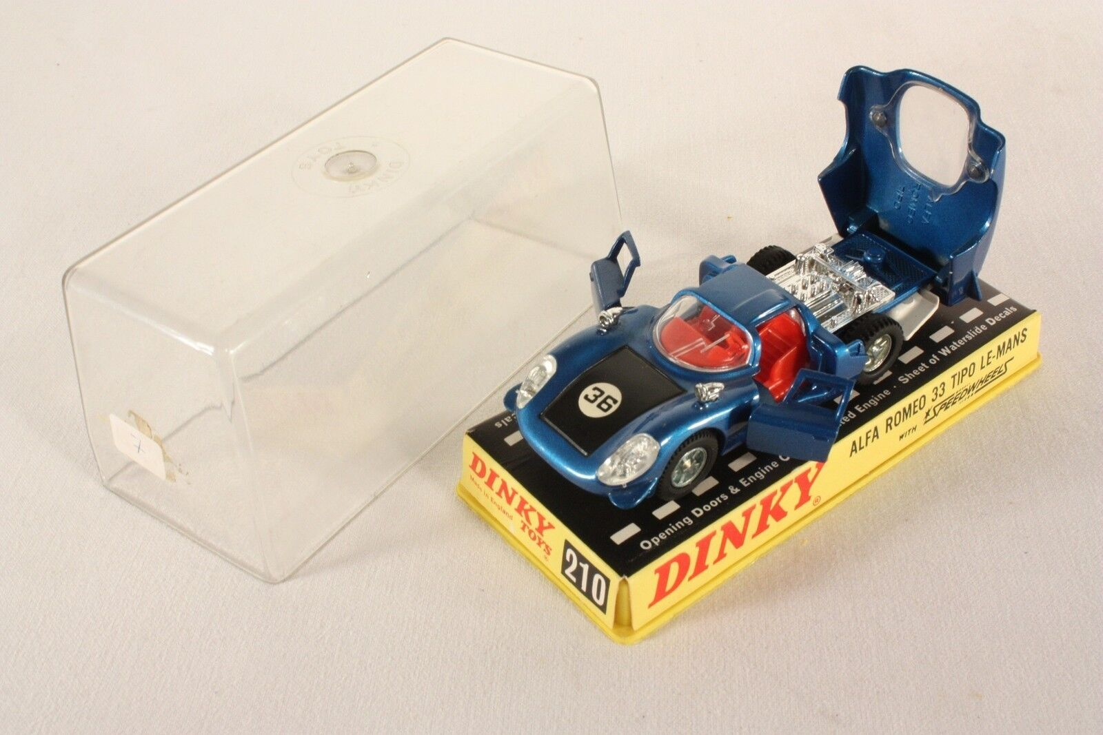 Dinky Toys 210, Alfa Romeo 33 Tipo Le Mans, Mint in Box  ab726