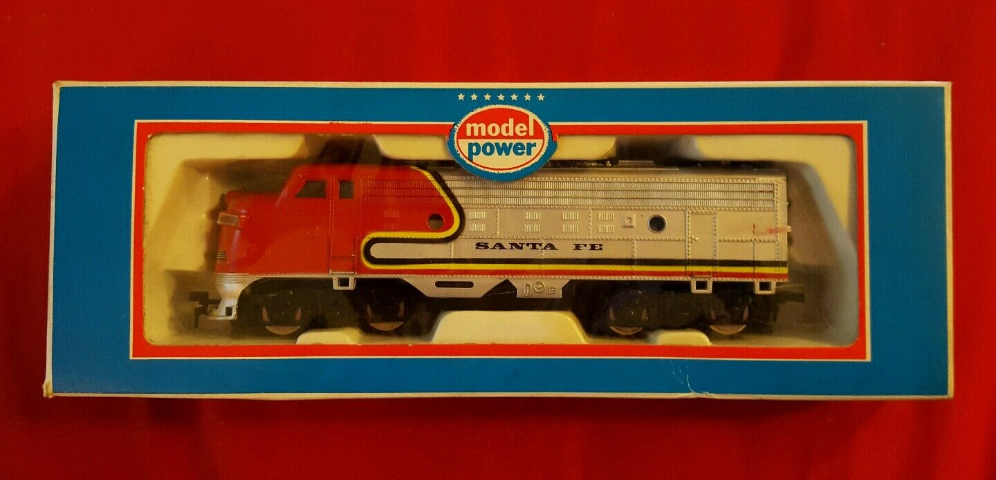 NIB  HO Scale MODEL POWER Train Lot - Locomotive, Caboose, Tank, Cattle + MORE