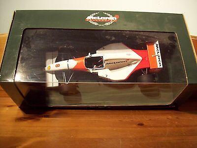 1/18 Mclaren Ford Mp4/8 Ayrton Senna 1993-mostra Il Titolo Originale Rafforzare L'Intero Sistema E Rafforzarlo