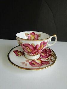 Vtg-QUEEN-ANNE-Windsor-Rose-GOLD-Teacup-amp-Saucer-Bone-China-ENGLAND-GORGEOUS