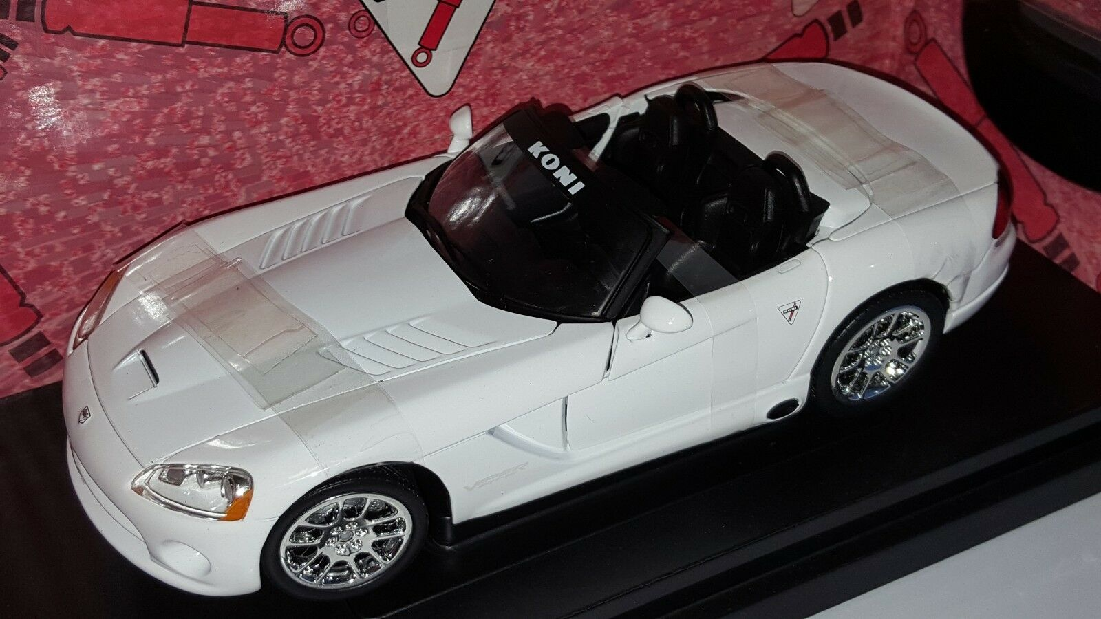 1 18 ERTL AMERICAN MUSCLE KONI 2003 DODGE VIPER blanc gd