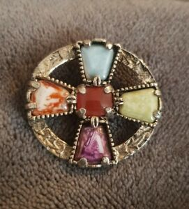 VINTAGE-SCOTTISH-THEMED-AGATE-SMALL-BROOCH-PIN