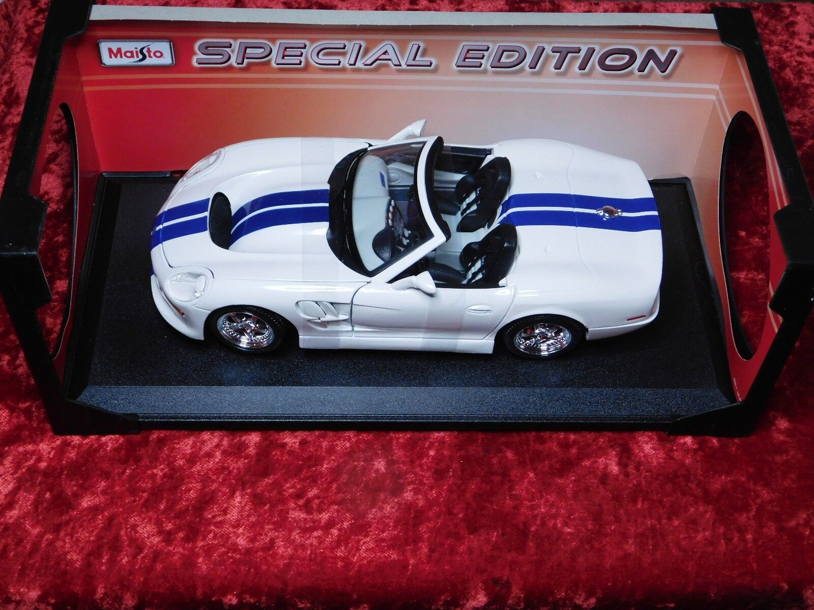 2009 Maisto 1 18 Special Edition Shelby Series 1 White With bluee Racing Stripes