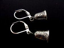 Un par de pequeños colgantes Bell temática Gancho De Plata Tibetana Gancho Pendientes. nuevo.
