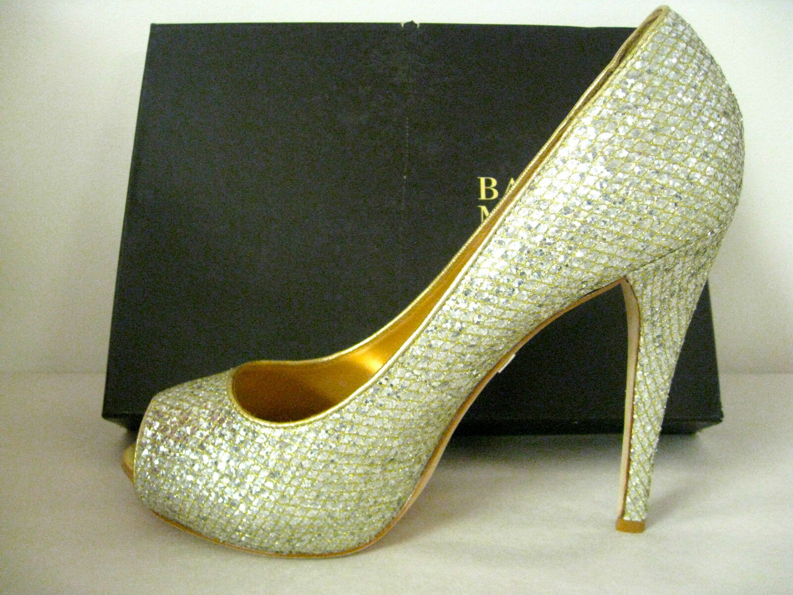 BADGLEY MISCHKA - HUMBIE II GOLD GLITTER PEEP-TOE PUMP SZ 10, RETAIL 200