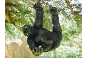 Hanging-Gorilla-Garden-ornament-Gorilla-hanging-tree-statue
