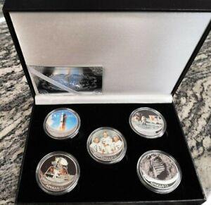 Estuche-de-monedas-conmemorativas-del-Apollo-11-banadas-en-plata