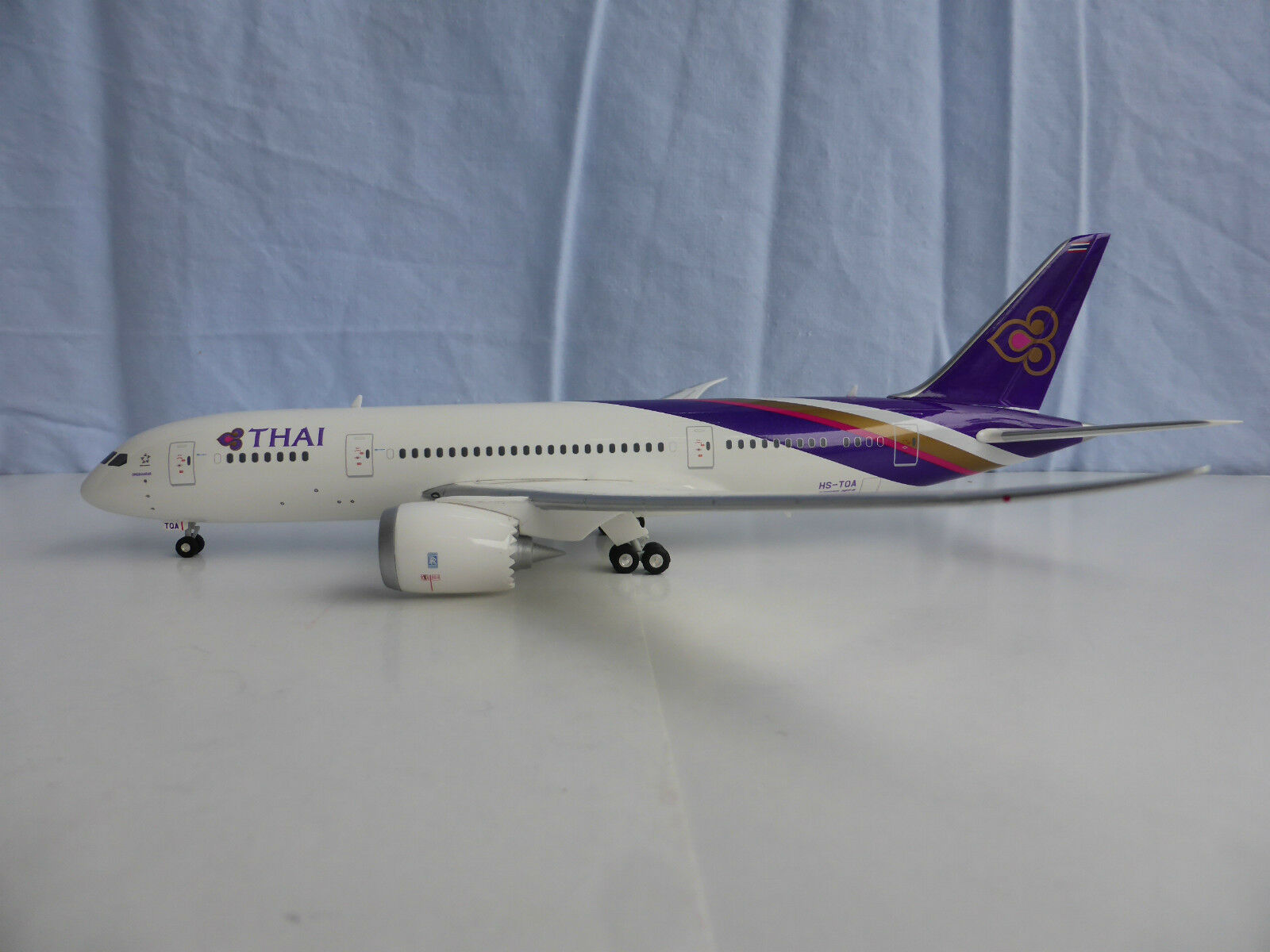 Thai Airways Boeing 787-8 1 200 Herpa 556958 787 Dreamliner Hs-Tqa Ongkharak