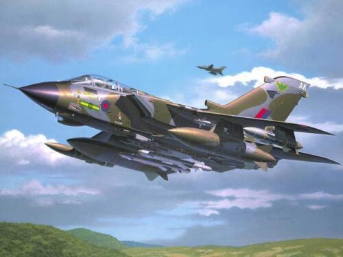 1 von 1 - Revell Tornado GR.1 RAF 1:72 Revell 04619  X