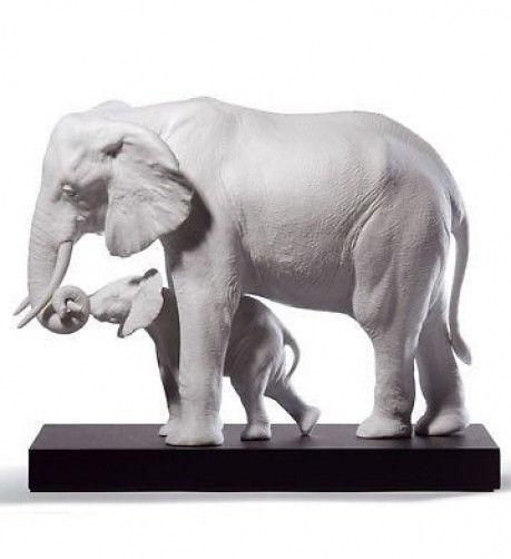Lladro Porcelain Elephants Leading The Way (white) 01008695