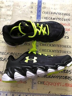 Under Armour Spine Clutch Basketball Grade School Kids Shoes Size 5.5
