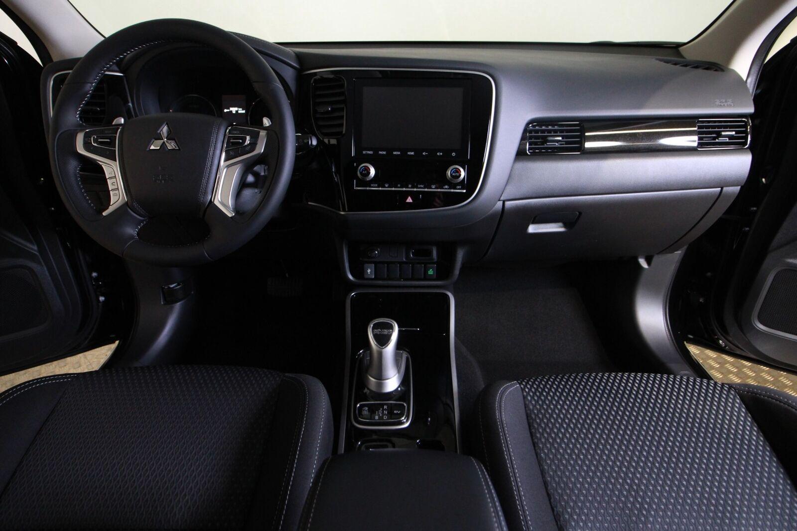 Mitsubishi Outlander PHEV Inform+ CVT 4WD