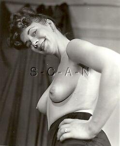 Detalles Acerca De Original Vintage 1940s 60s Desnuda Rp Mujer Madura Bragas Garter Manos En Las Caderas Mostrar Título Original